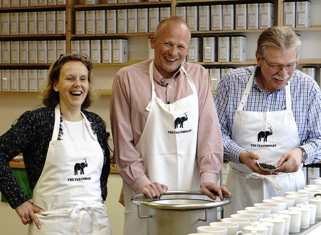 Tee-begeisterte, sich ergänzende kompetente Mischung aus 11 Mitarbeitern